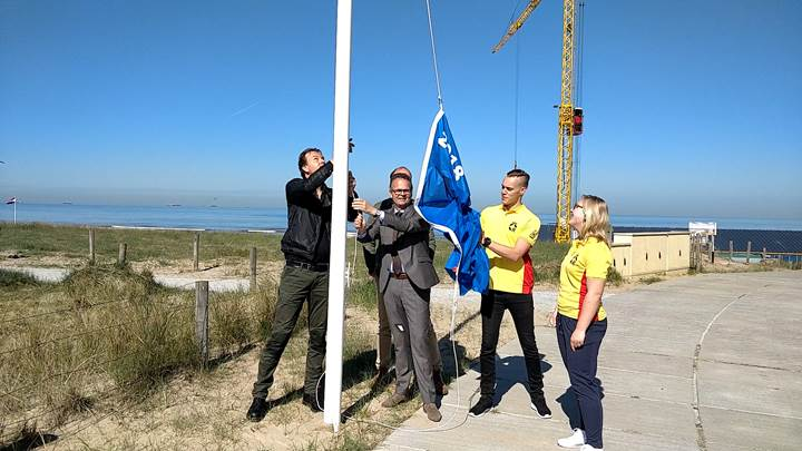 Hijsen_blauwe_vlag